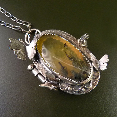 Motýlí božský otevírací druidský medailon